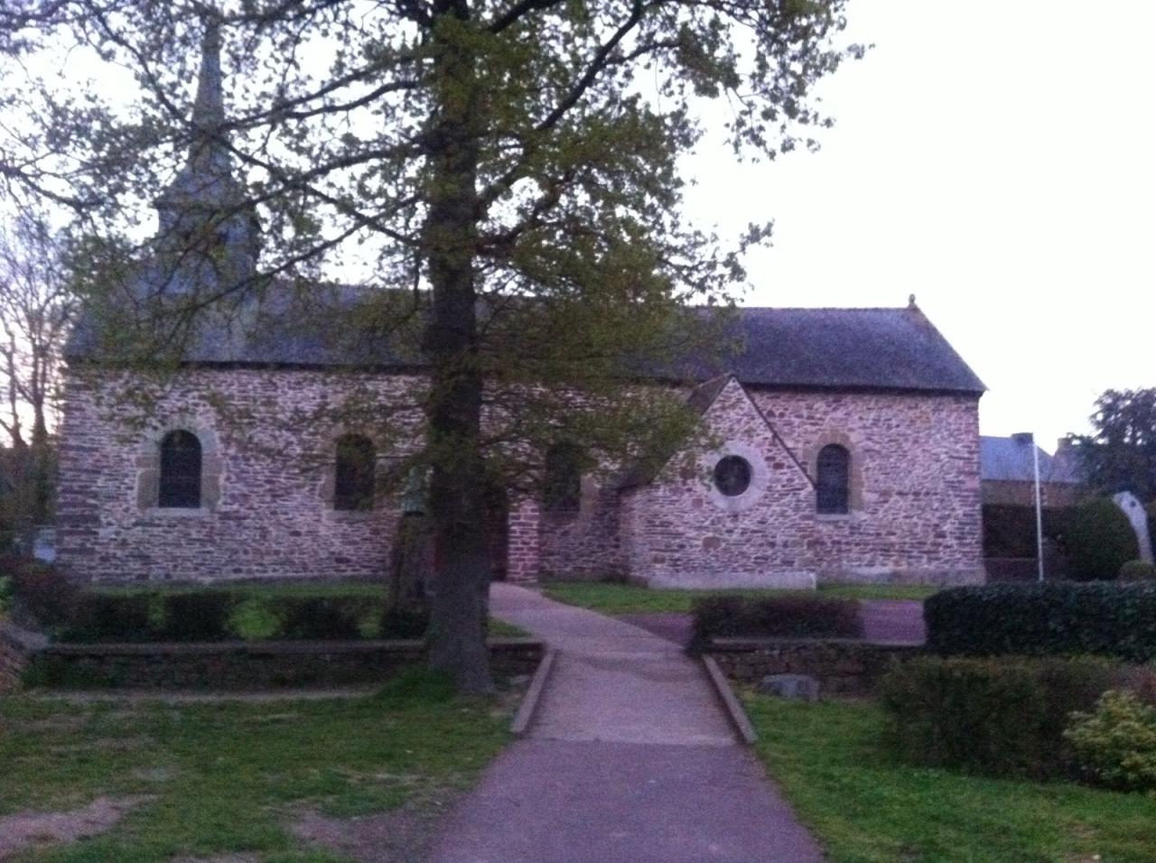 Broceliande-Sept2016-Eglise-Graal