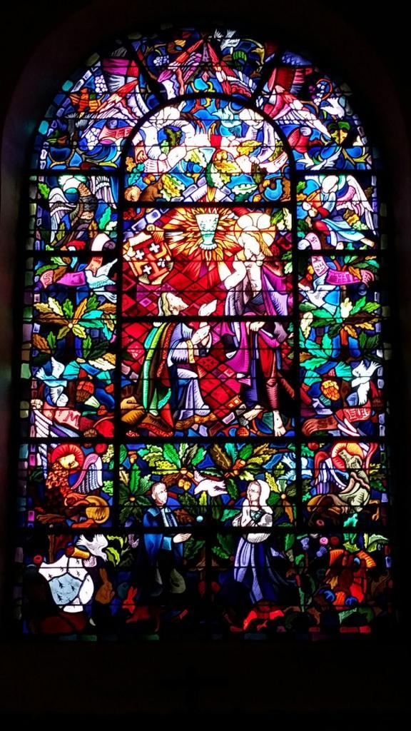 Broceliande-Sept2016-Vitrail-Eglise-Graal